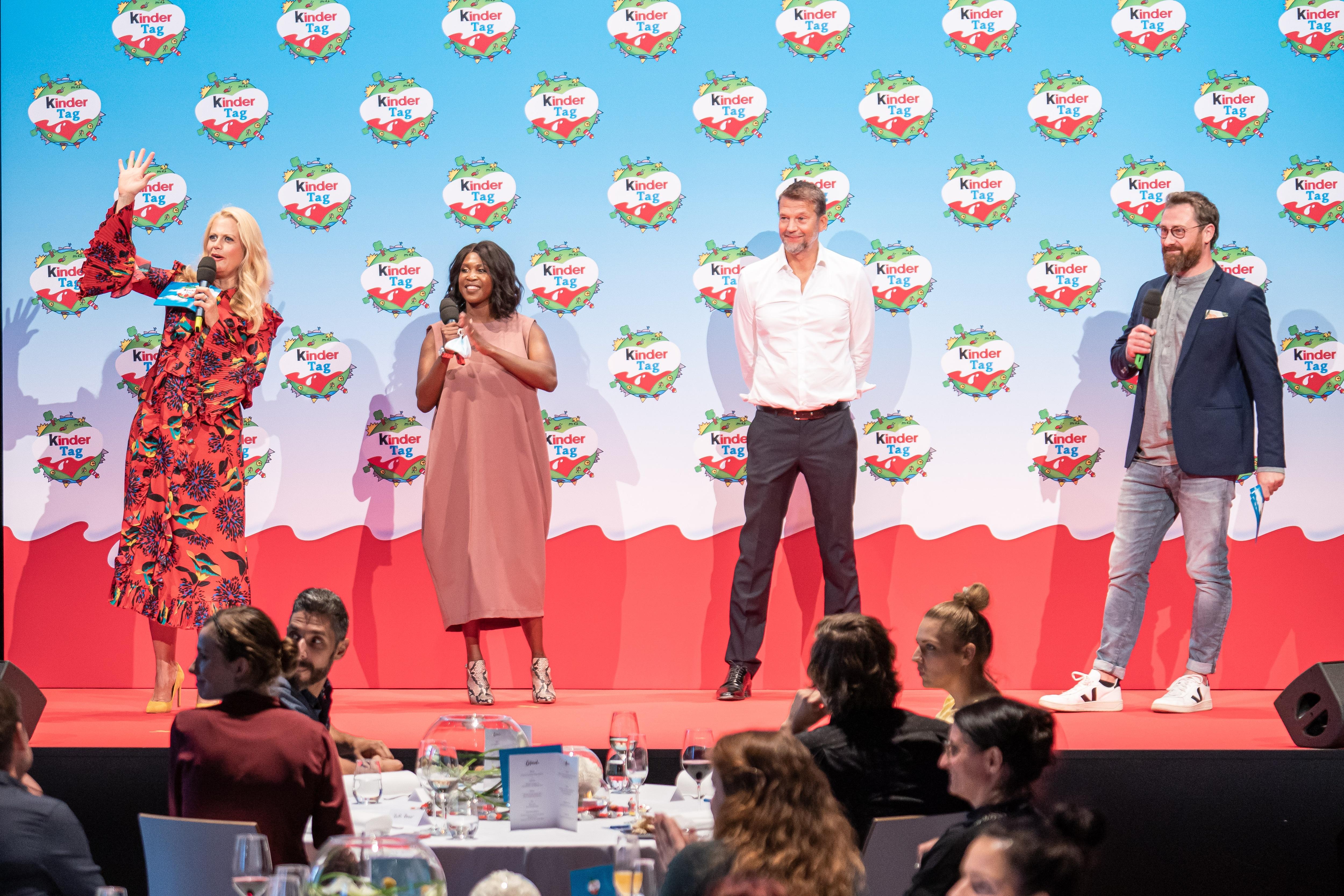 Barbara Schöneberger mit Gästen beim kinderTag 2020