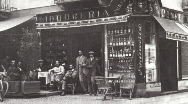 Ein altes Foto vom historischen Eckgeschäft