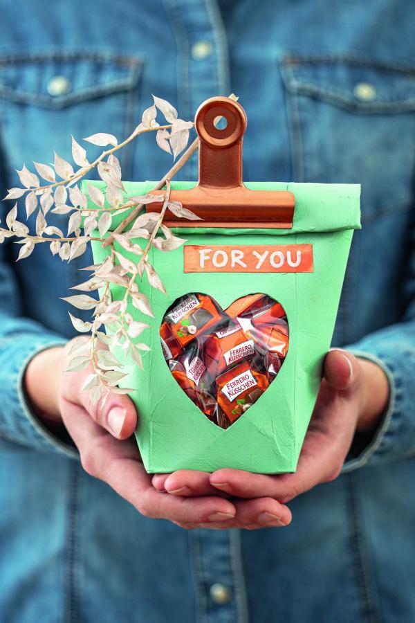 Milchtuete als Geschenkverpackung